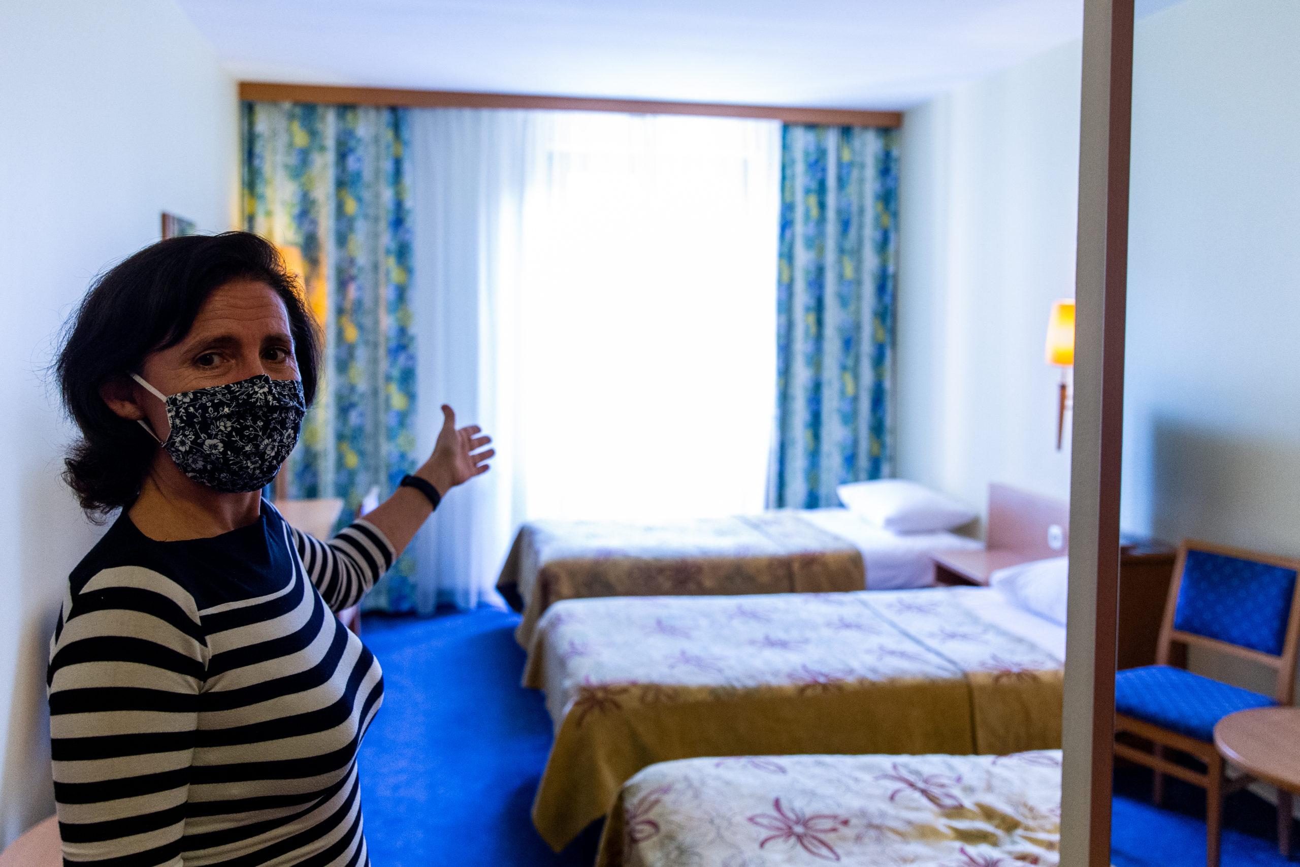 A szállodák csak üzleti célból érkező vendégeket fogadhatnak