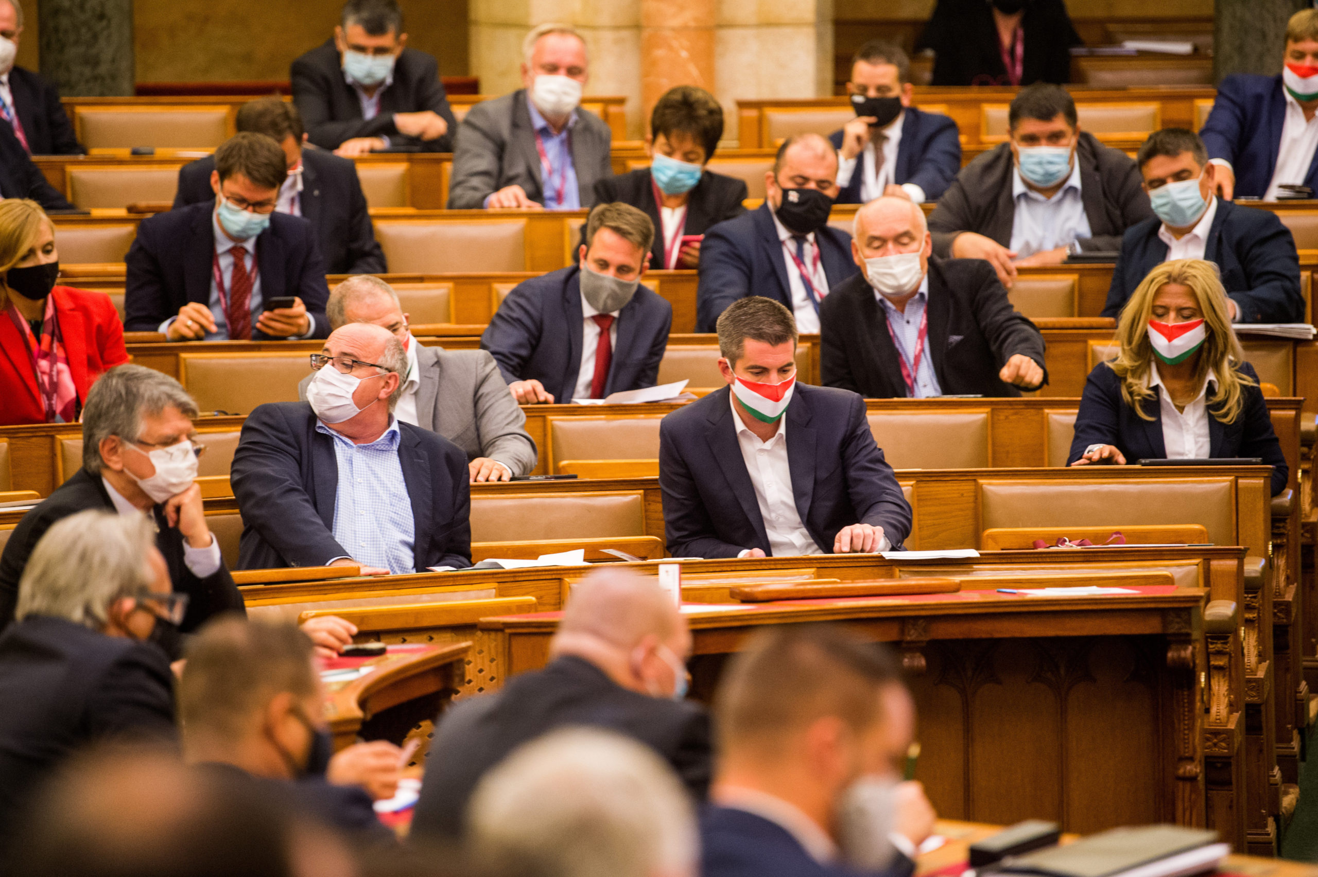 Ma dönthet az Országgyűlés a szigorításokról
