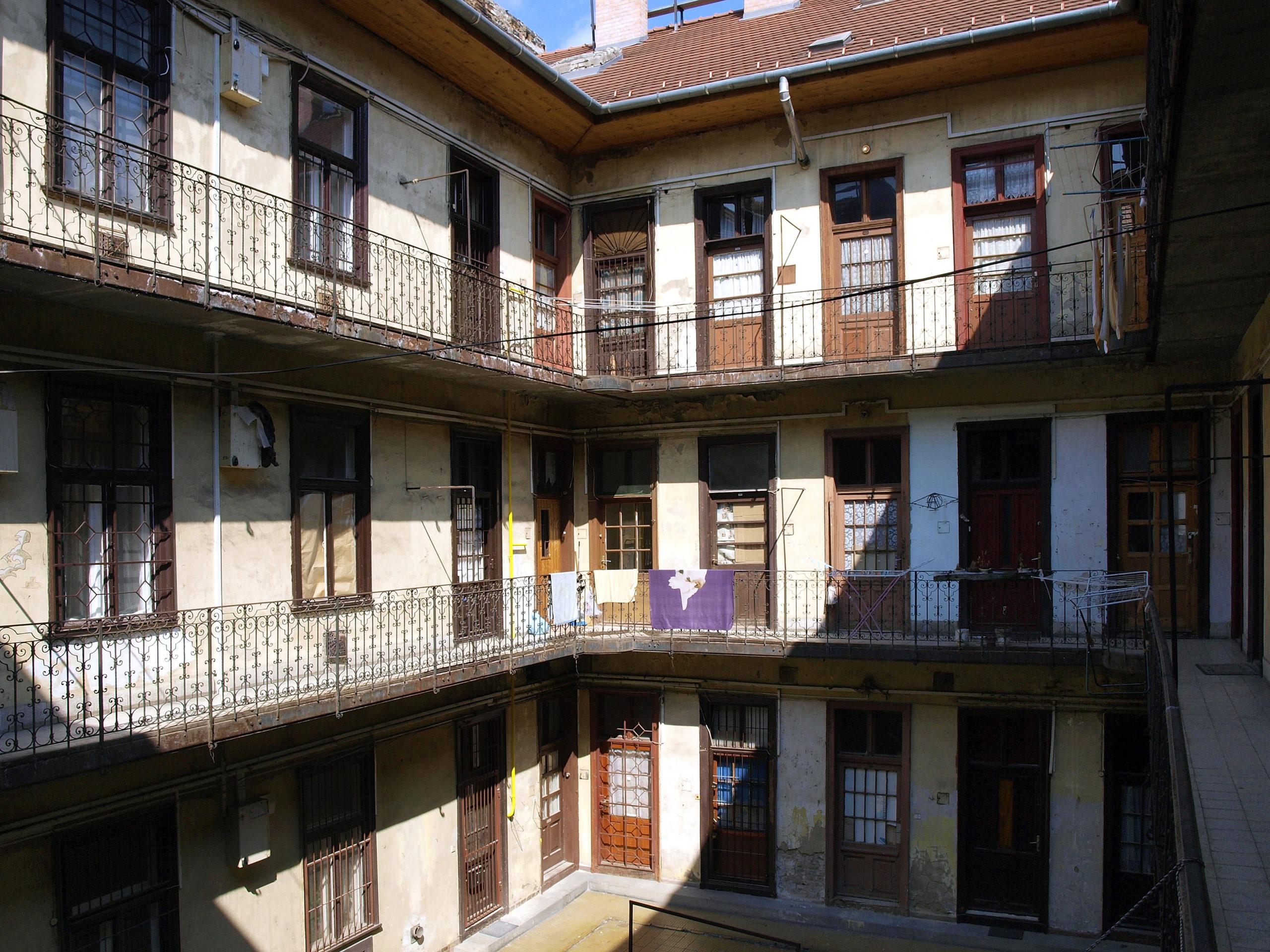 Nem mindegy, hogy egy több lakásból álló ingatlanban milyenek a jogi viszonyok Fotó: MTVA/Váli Miklós