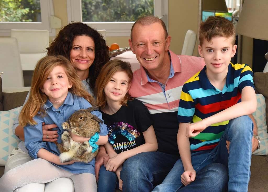 Győrfi Pál a családjával