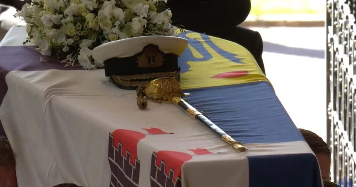 II. Erzsébet férje mellett marad, a herceg koporsója nem a végső helyére került