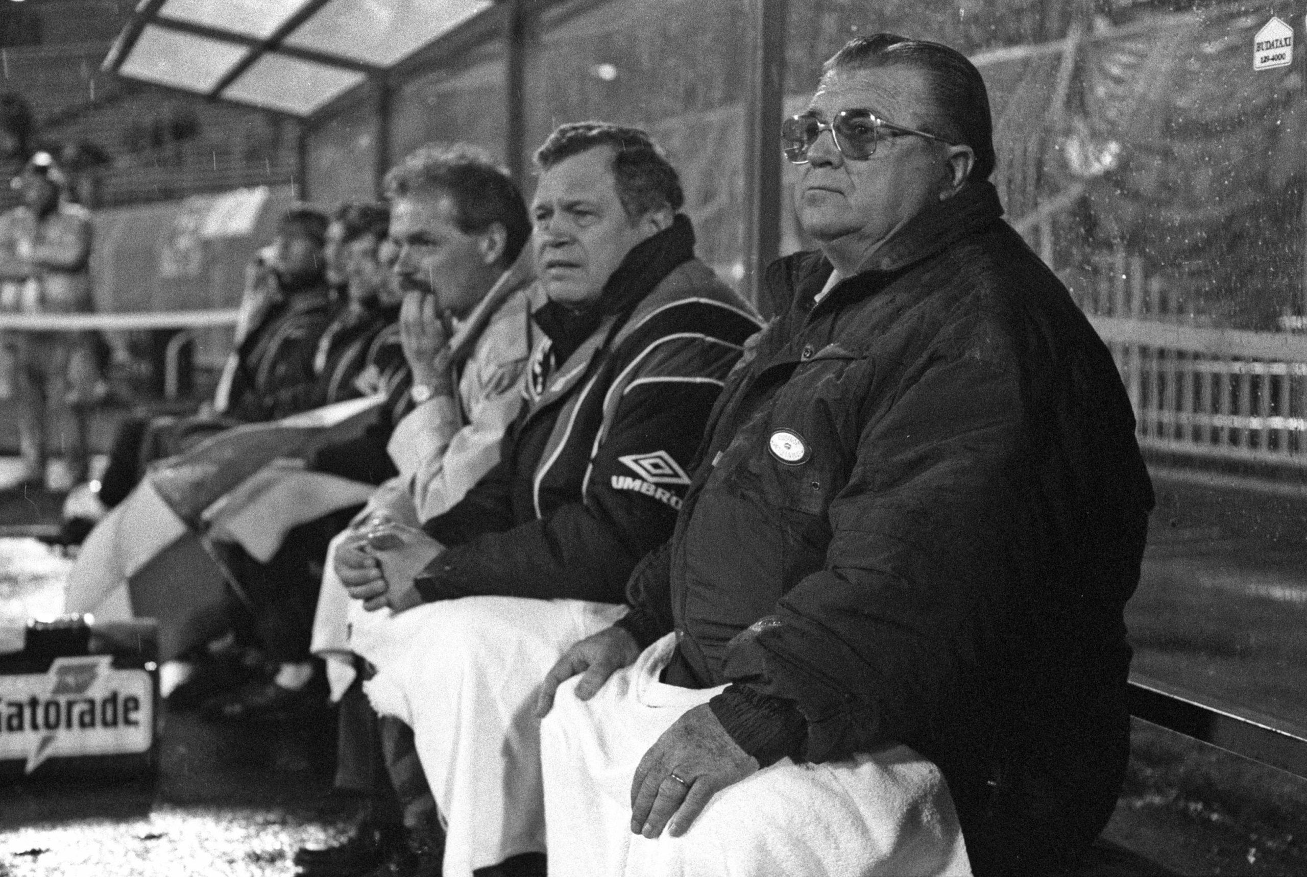 Puskás Ferenc (jobbra) négy mérkőzésen irányította a magyar válogatottat