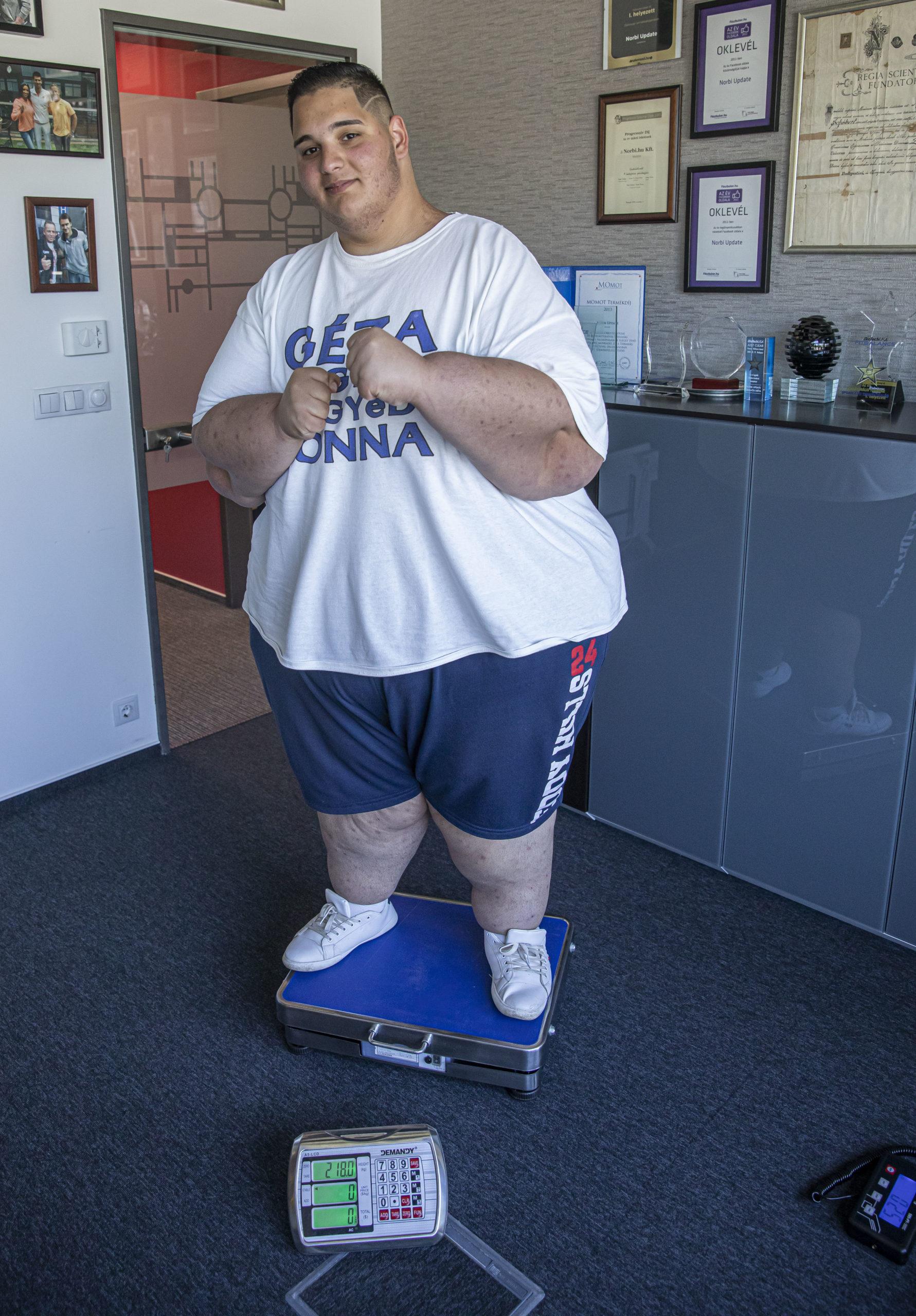 Gézu 318 kilogrammról 218-ra fogyott egy év alatt