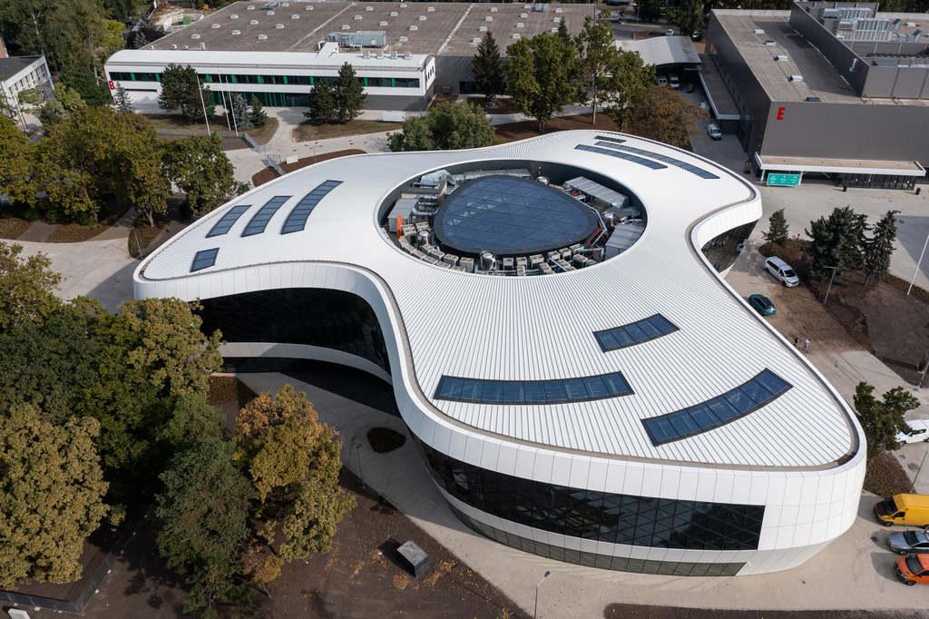Az épület tervezője a Finta Stúdió volt.