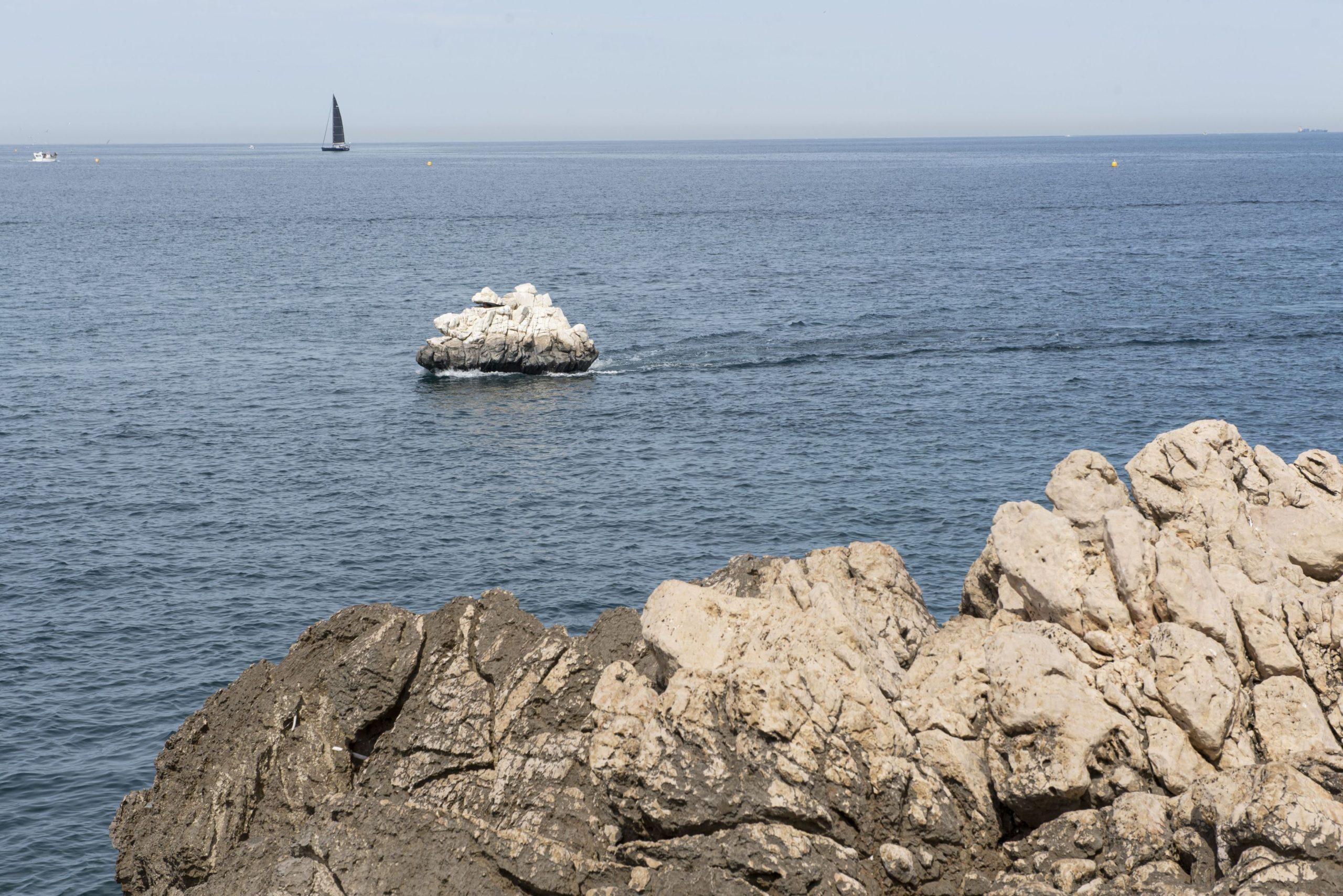 A távolból nézve soha nem gondolná senki, hogy ez egy hajó Fotó: Northfoto