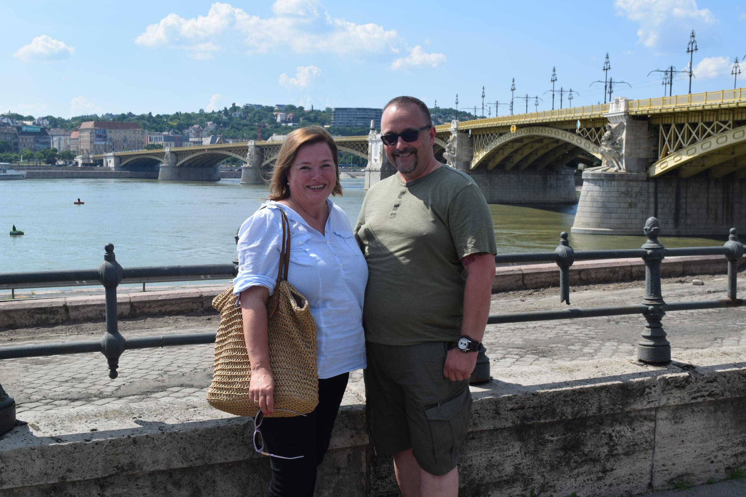 Kovács Dana és Nedeczky László a Margit híd előtt