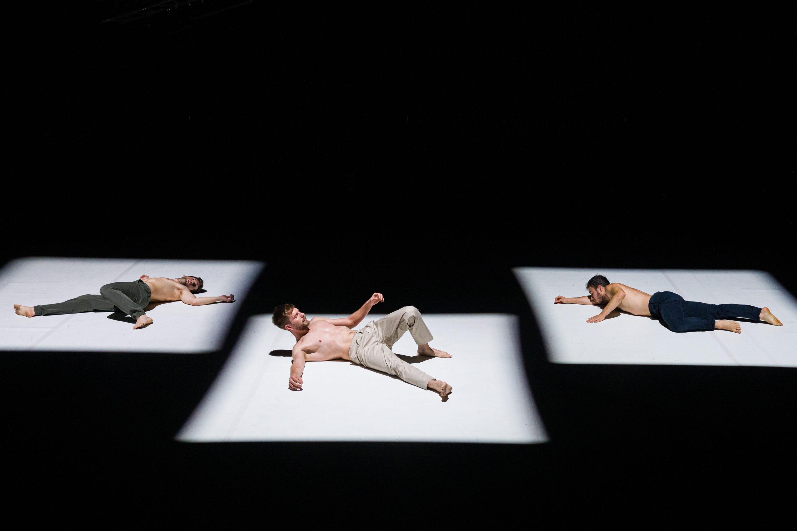Női szívek megdobbantása a Nemzeti Táncszínházban 2021. szeptember 27-én. Szereplők: Takács László (k), Csuzi Márton (lent) és Keresztes Patrik a Don Quijote címû táncelőadás fotóspróbáján 2021. szeptember 26-án. Feledi János koreográfiája
